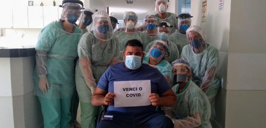 Emoção no HNSC: mais 3 pacientes que estavam com covid-19 recebem alta