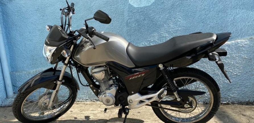 Suinocultor doa motocicleta para o HNSC